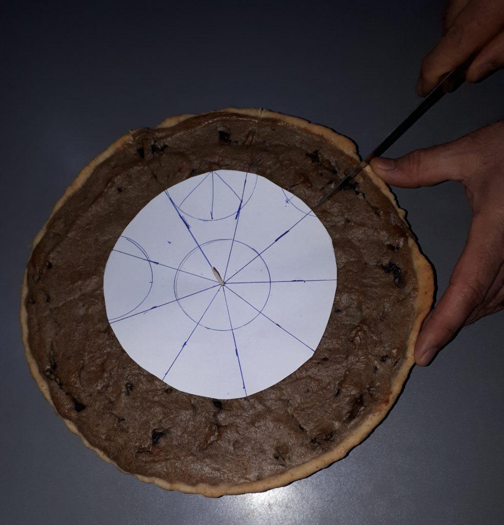Cum porționezi o tartă în 9 felii