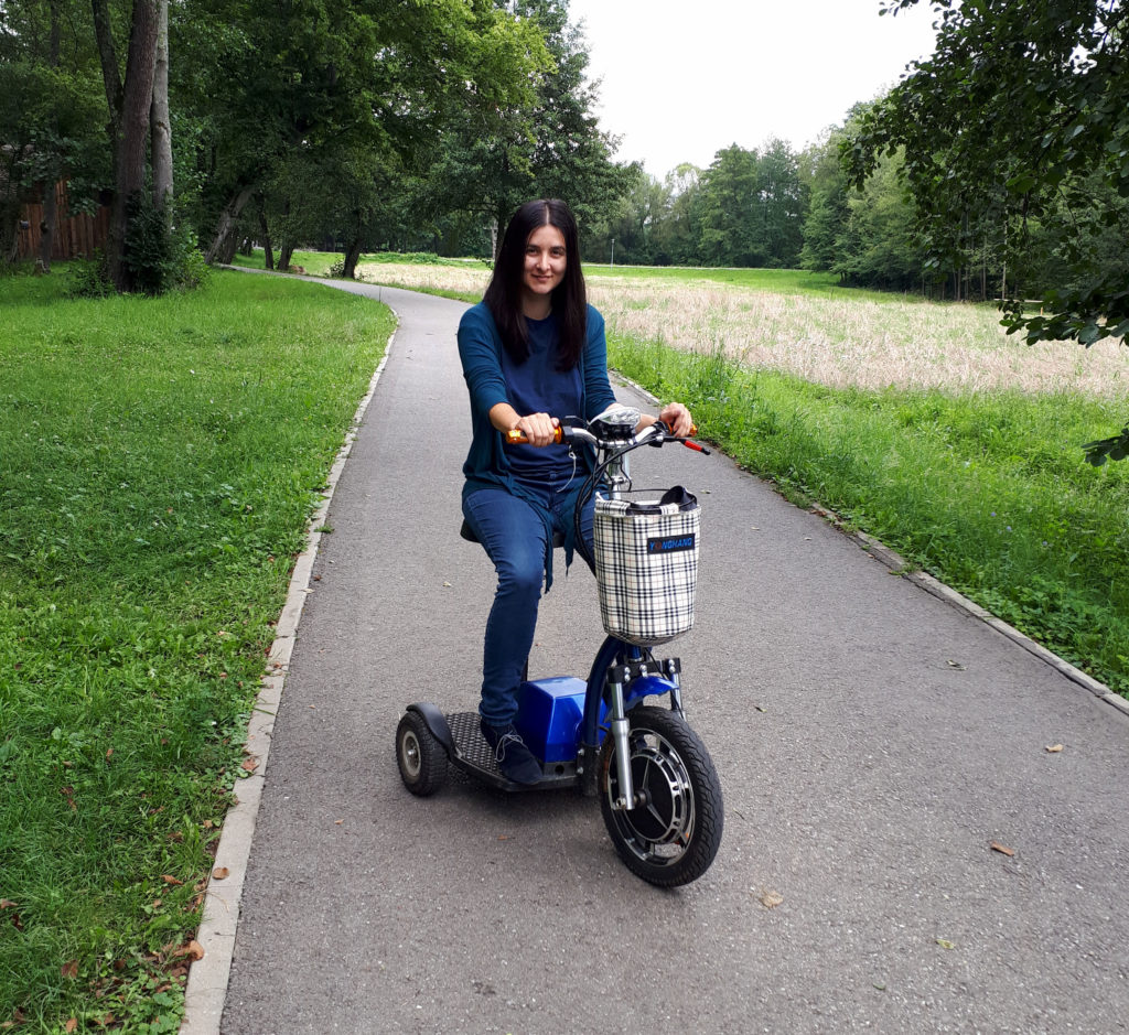 Plimbare pe tricicleta electrica