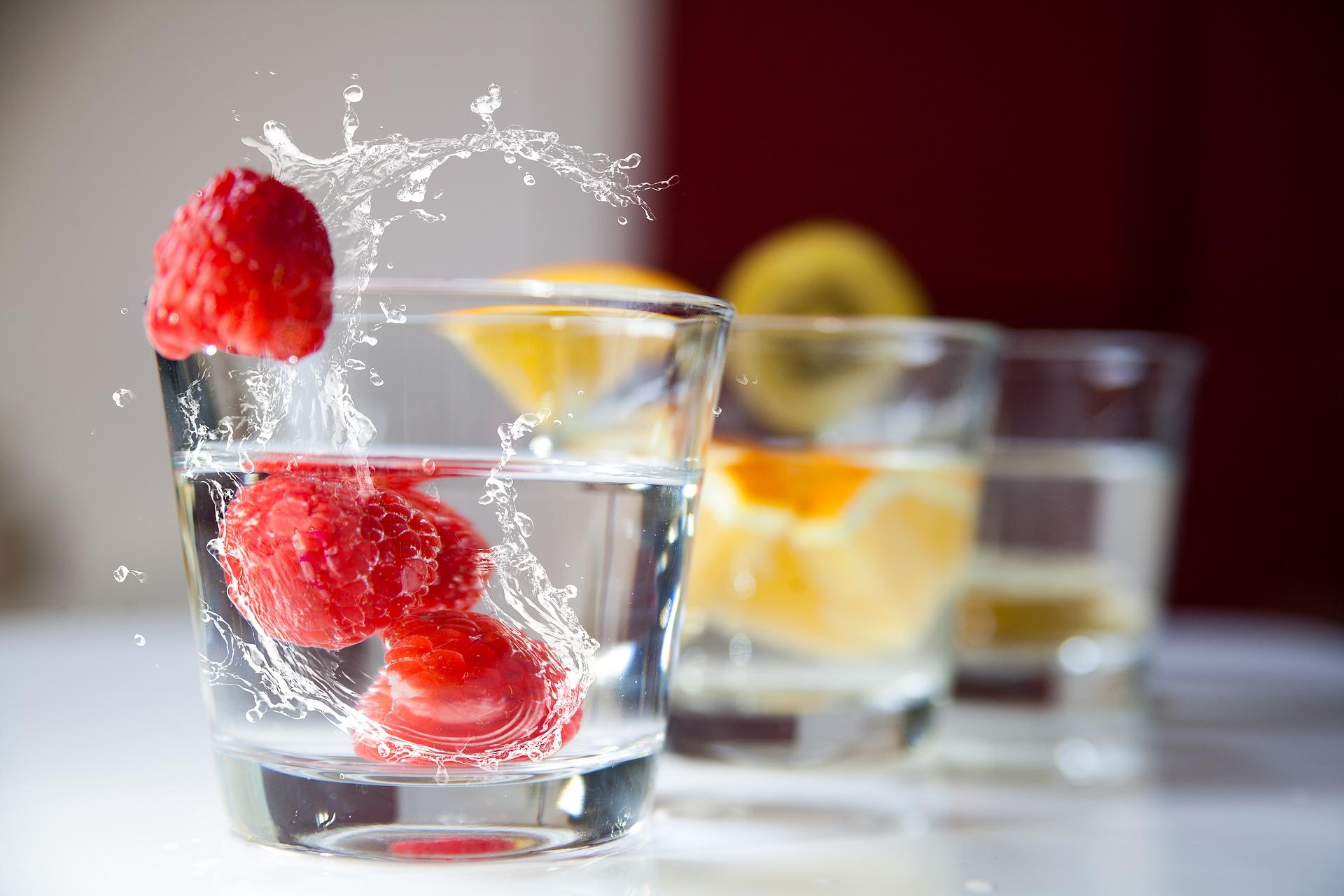 Apa se bea și se mănâncă!