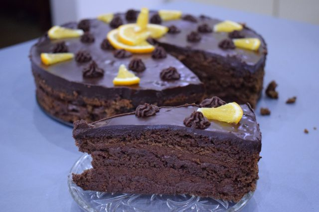 Tort cu ciocolată şi aromă de portocale – Rețetă vegană